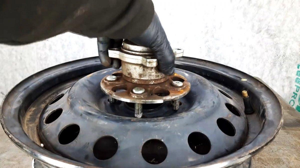 Катушка для шланга из диска и ступицы автомобиля