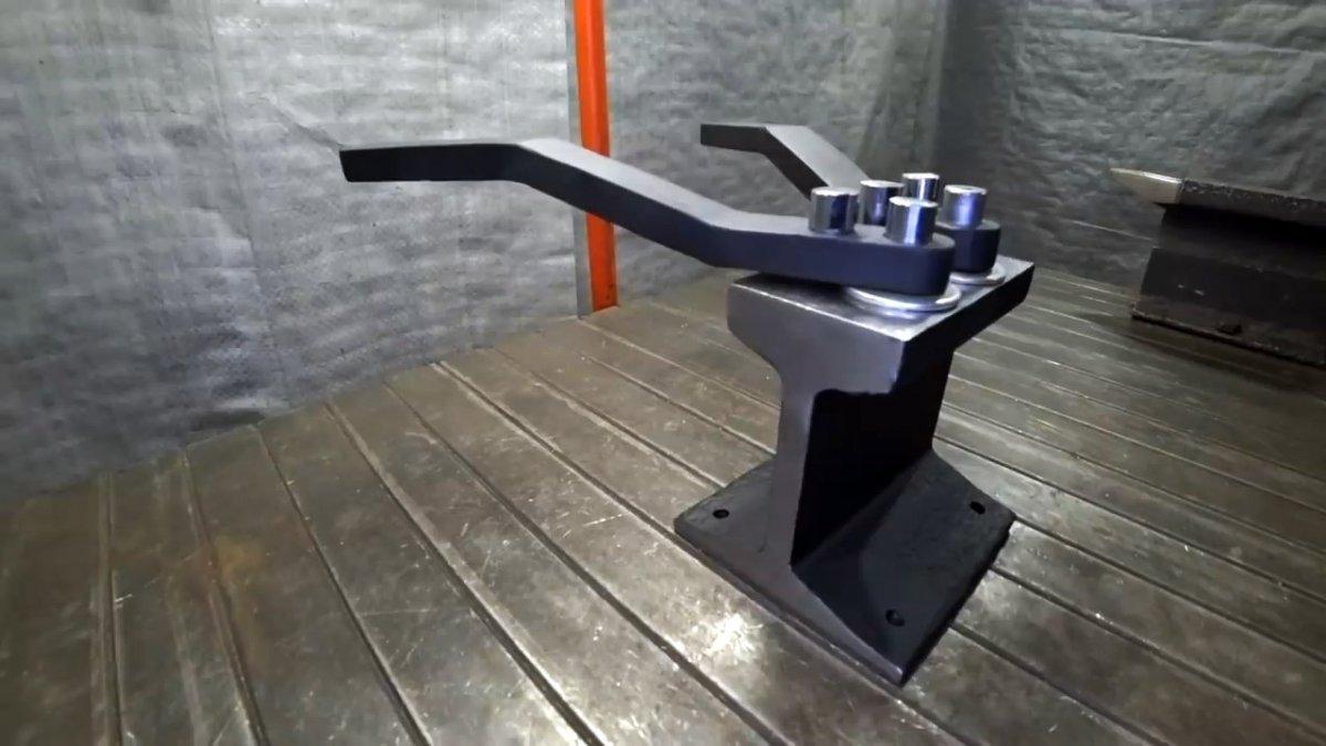 Как сделать простой станок из рельса для изготовления цепей