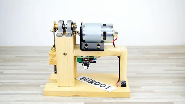 Как сделать электрический лобзик 12 В из подручных материалов