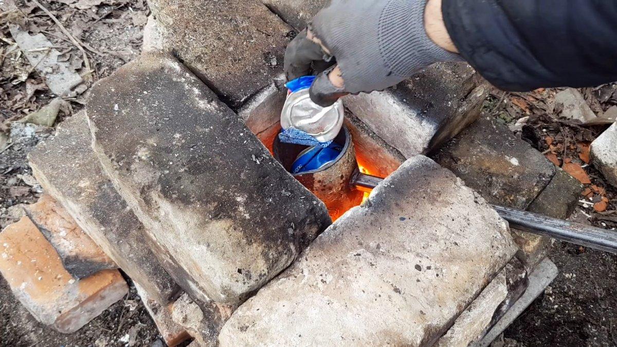 Как в домашних условиях переплавить алюминиевые банки в болванки