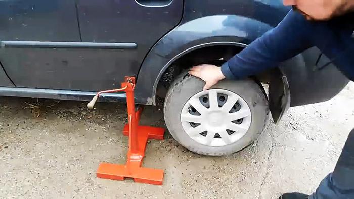 Как доработать стоечно-винтовой домкрат в универсальный подъемник для любых авто