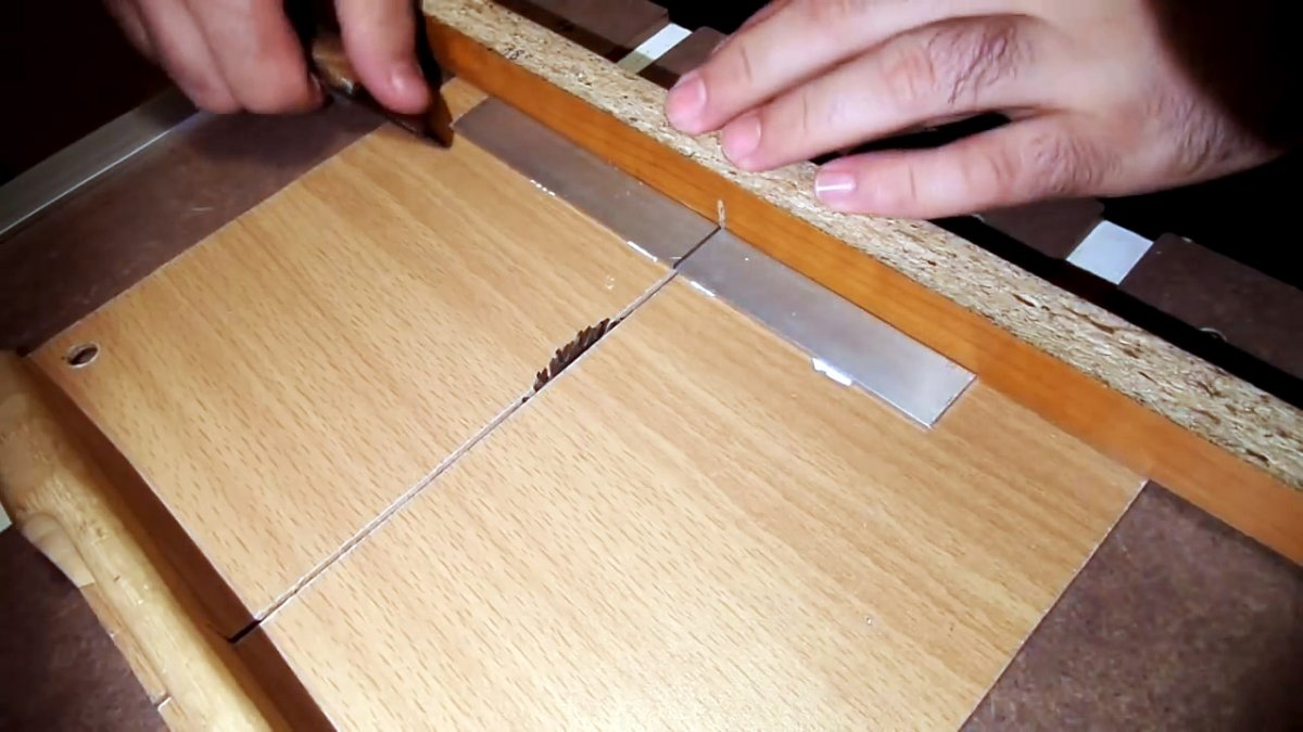Как сделать надежный лобзик для фигурной резки