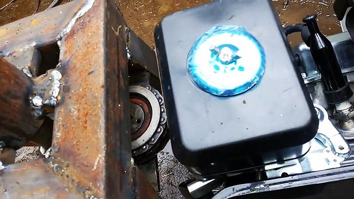 Самодельная бензиновая тачка с удивительным и простым управлением
