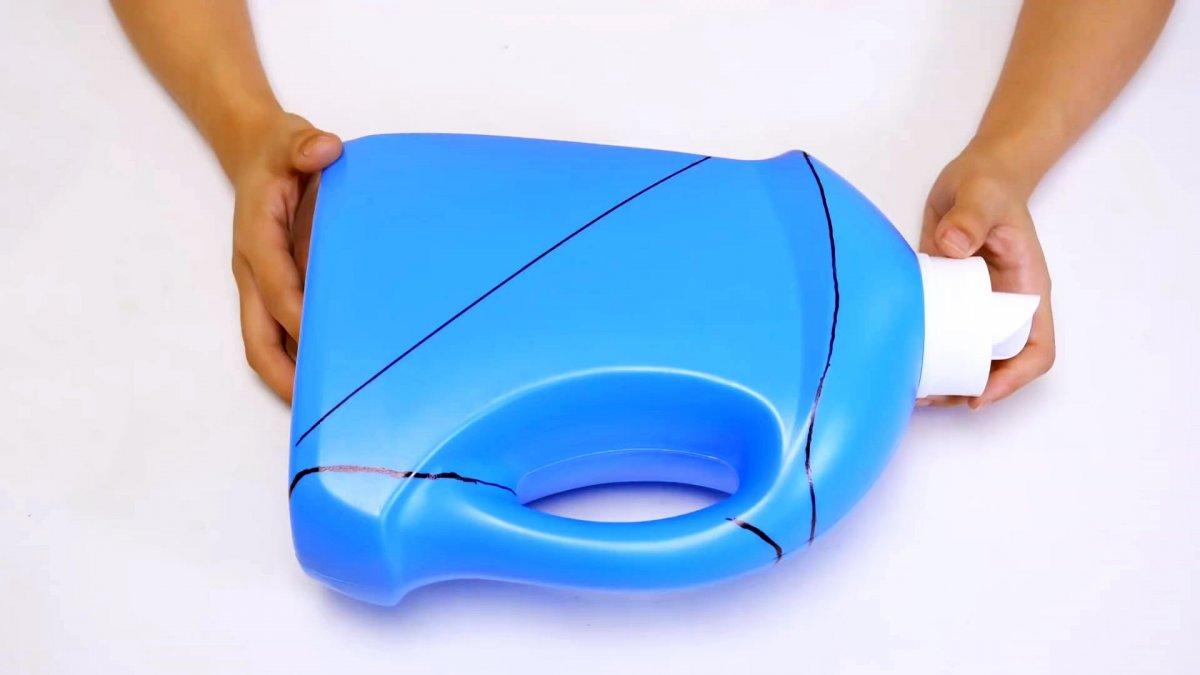 Что можно сделать пустой пластиковой емкости?