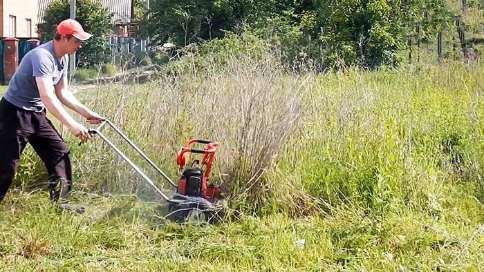 Как из старой бензопилы сделать мощную косилку которая скосит любую растительность