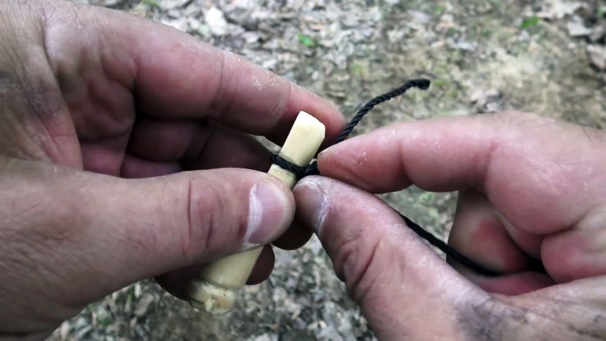 Как сделать автоматическую удочку в лесных условиях