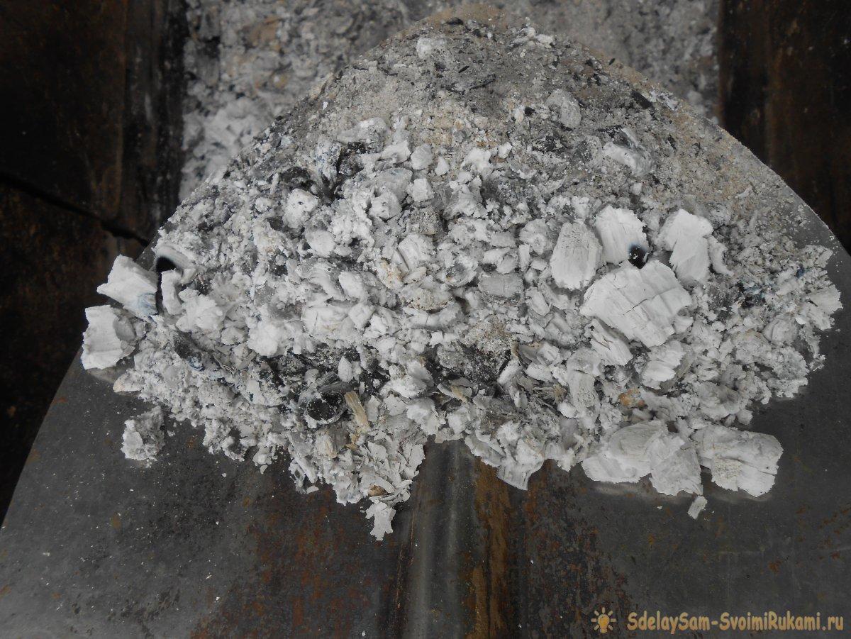 Как с пользой использовать золу после костра на дачном участке?