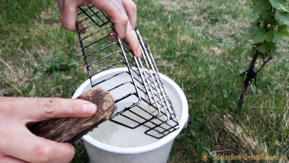 Как без лишних усилий очистить решётку-гриль от нагара