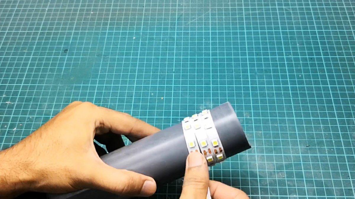 Из ПВХ трубы делаем простой светодиодный садовый светильник