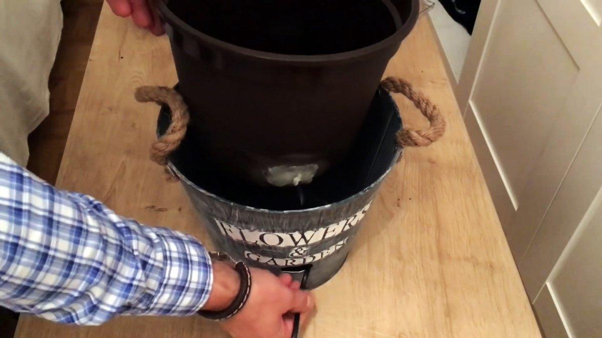 Как сделать магический кран с бесконечным потоком для украшения сада