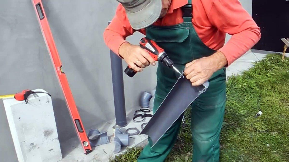 Делаем бюджетную сливную систему для крыши из канализационных труб
