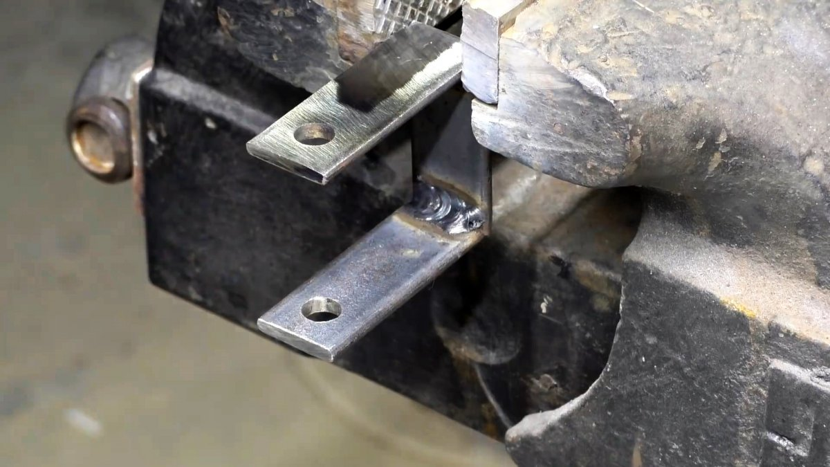 Как сделать миниатюрный сверлильный станок 12 В
