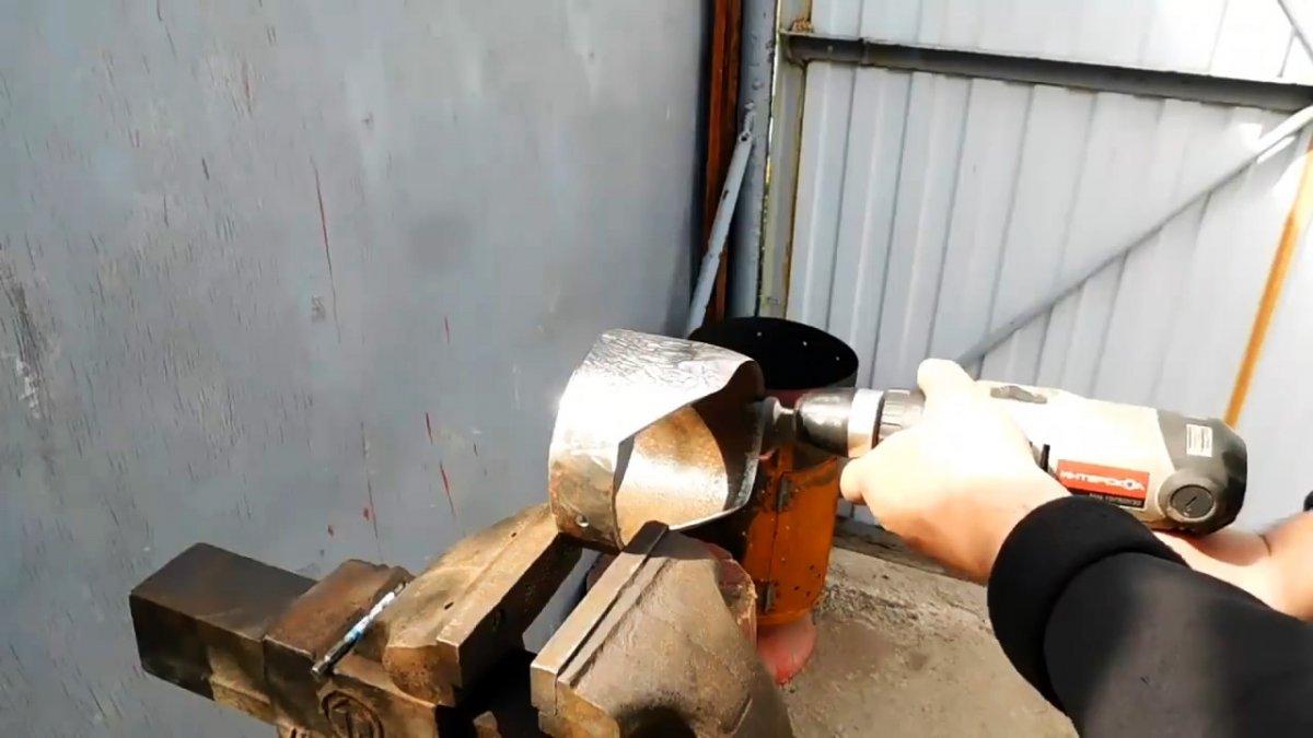 Как из куска трубы сделать мощную мотыгу которая вырубит любые корни и сорняки
