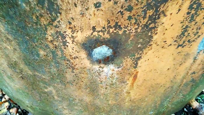 Как и чем быстро заделать дыры в любой стальной емкости для полива