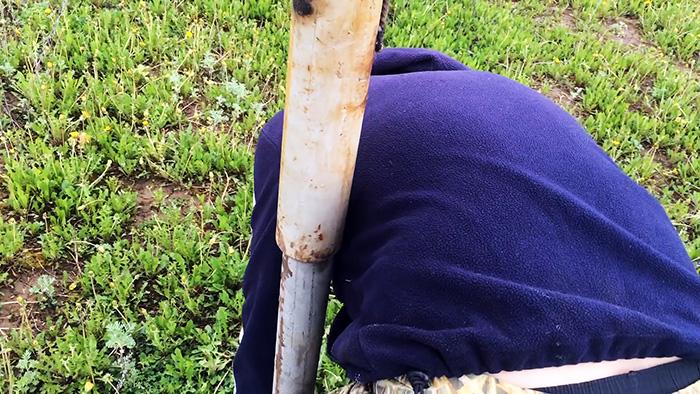 С этим инструментом молот при забивании столбов больше не понадобиться