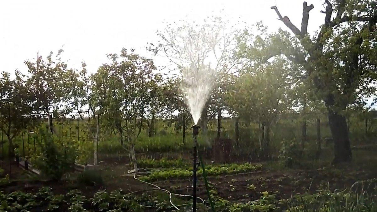 Как из шаровой опоры сделать безотказный дождеватель для полива