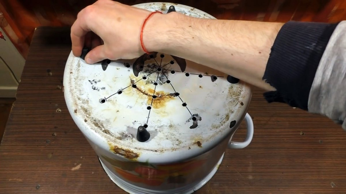 Как из дырявой кастрюли сделать сушилку для овощей и фруктов