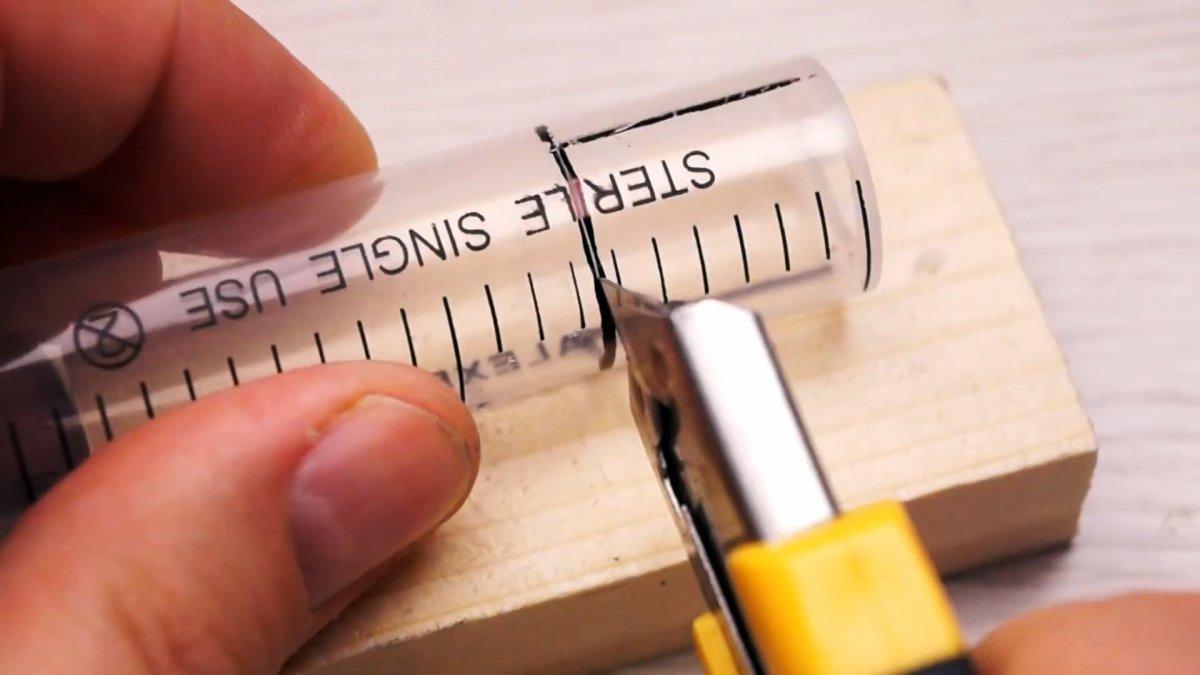 Как сделать инструмент для удаления косточек вишни из шприца