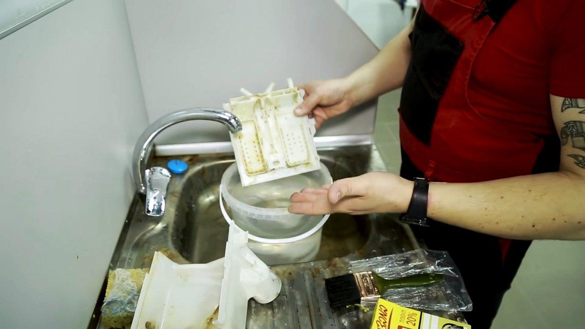 Что делать если течет стиральная машинка? Самая частая причина