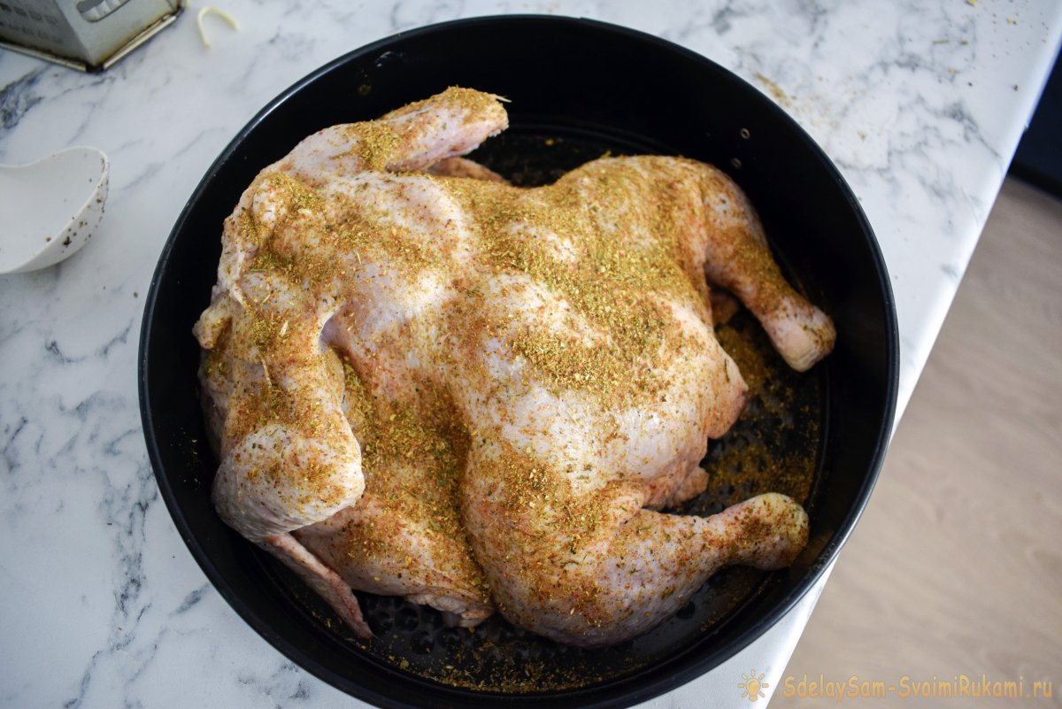 Приготовить курицу-гриль можно и в обычной духовке, где нет этой функции