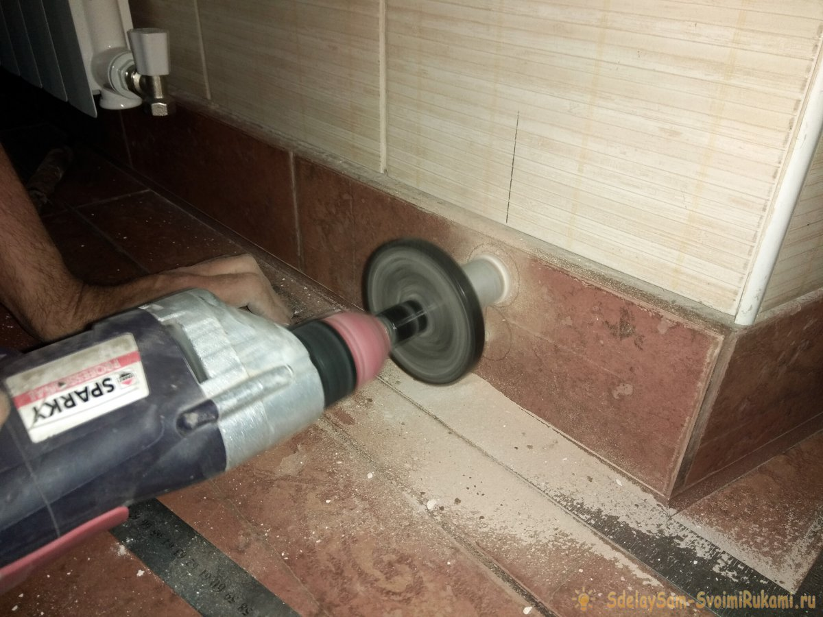 Как правильно просверлить отверстия в стене под трубы