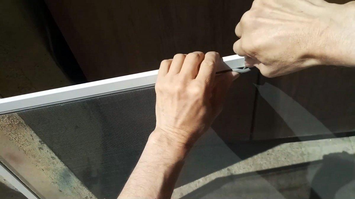 Как и чем заменить ручки на москитной сетке которые потом не сломаются