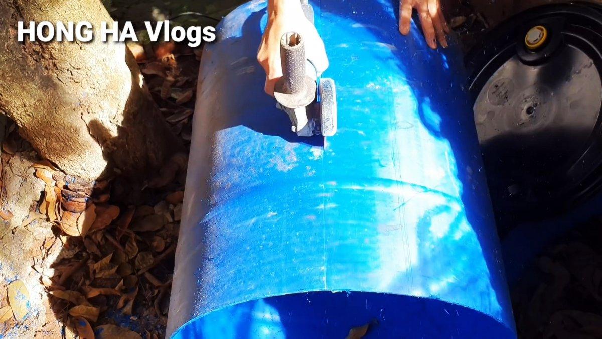 Как сделать большую лодку из пластиковых бочек