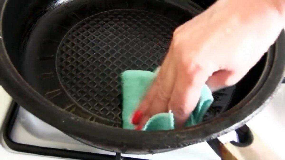 После такой обработки сковородка больше не пригорает