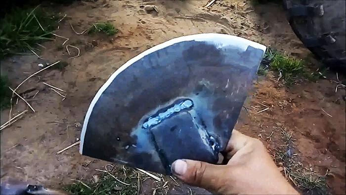 Сделав такую тяпку из диска про заточку можно забыть