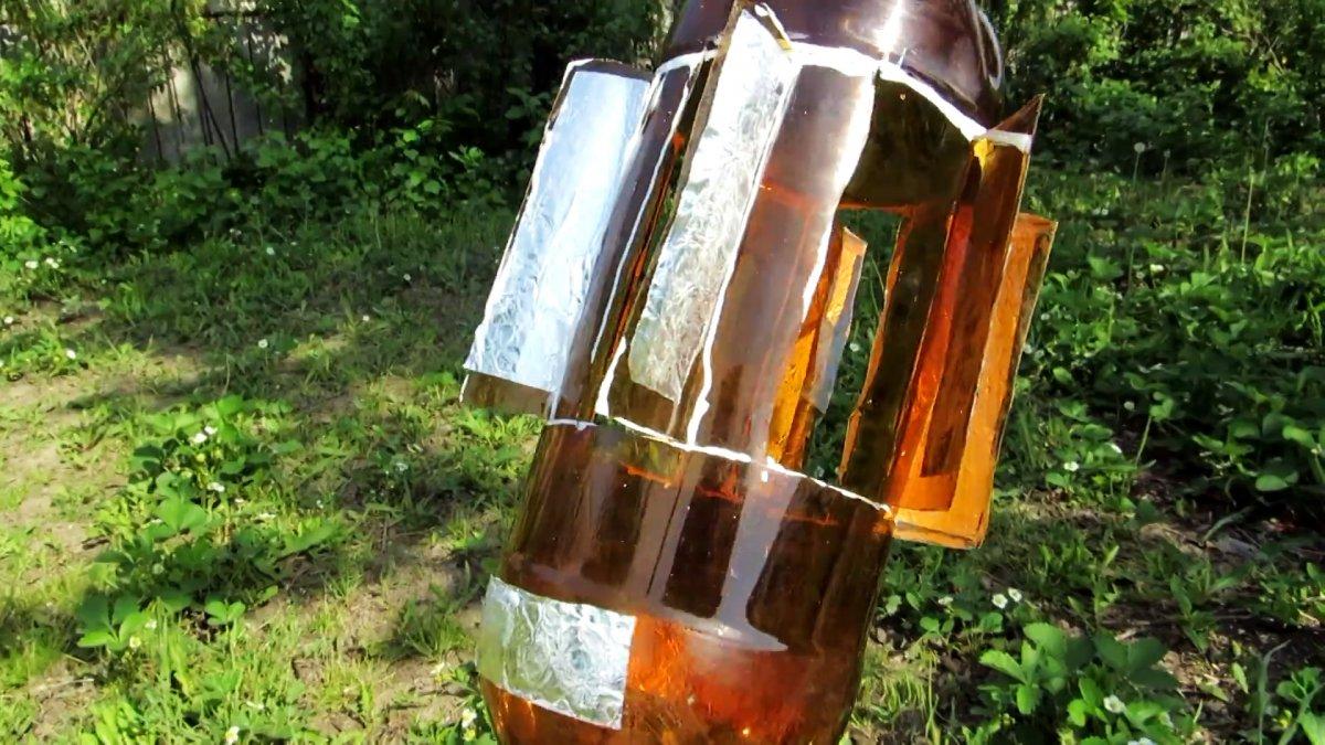 С такой вертушкой из ПЭТ бутылки птицы будут облетать ваш участок стороной
