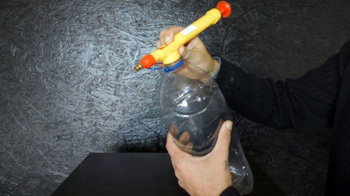 Сделаем домкрат из ПЭТ бутылки, который станет незаменимым помощником в быту