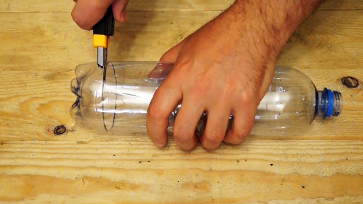 Как сделать универсальный бутылкорез и где с пользой применить эту ленту