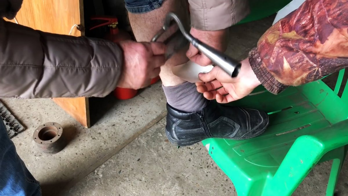 Как закалить и заточить тяпку до острия бриты и забыть про ее дальнейшую заточку