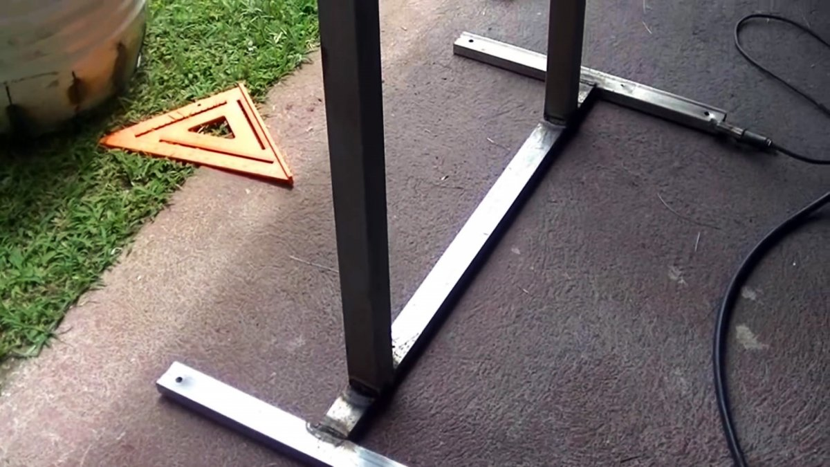 Как из бочки сделать бетономешалку с откидным механизмом