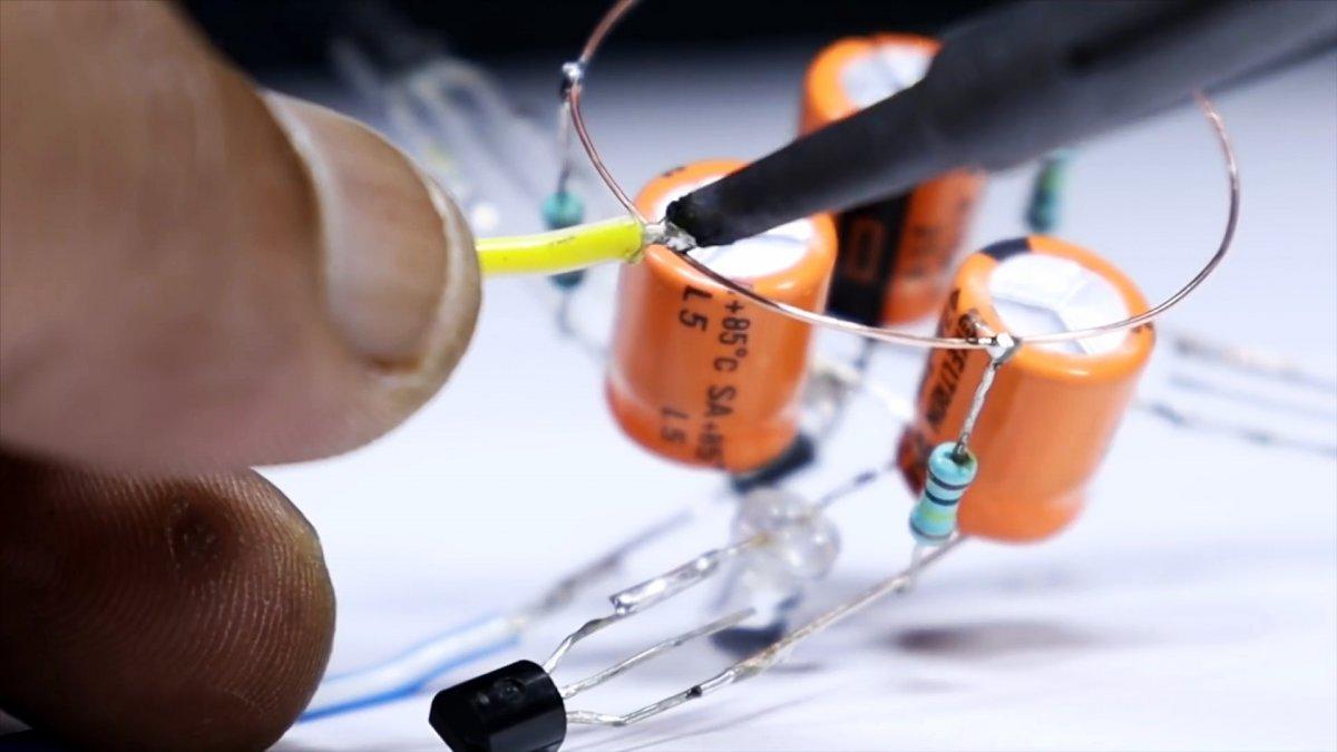 Как собрать трех светодиодную мигалку с питанием от сети 220 В