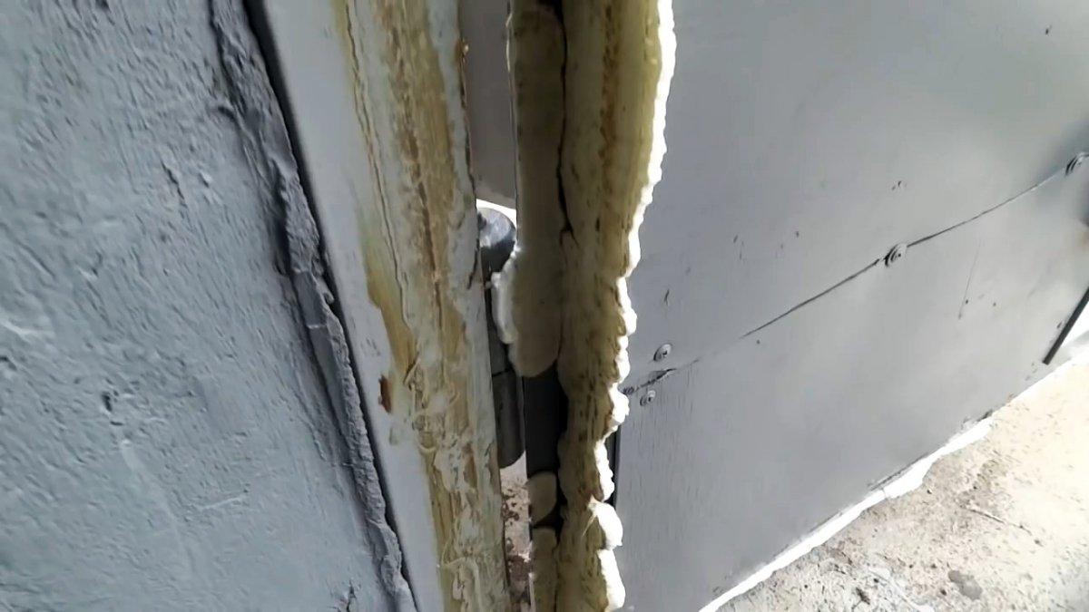 Теперь в гараже будет тепло: Копеечный способ герметизировать щели в гаражных воротах