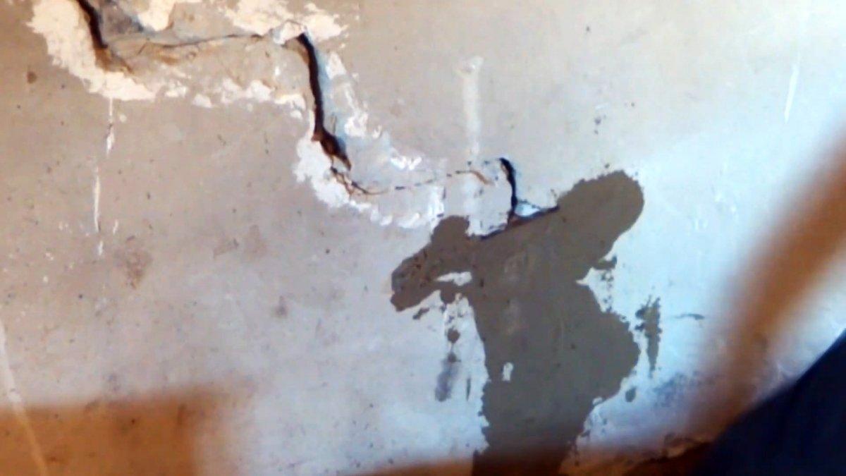 Как отремонтировать расширяющуюся трещину в стене, чтобы она снова не появилась