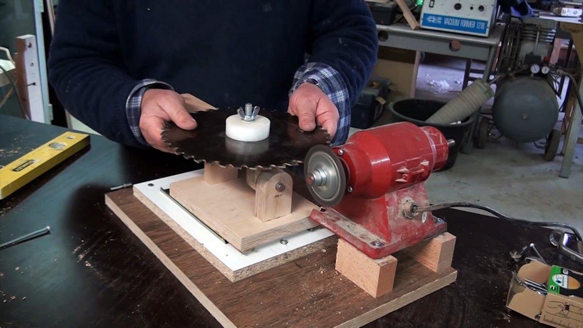 Универсальный кондуктор для заточки циркулярных пил на обычном наждаке