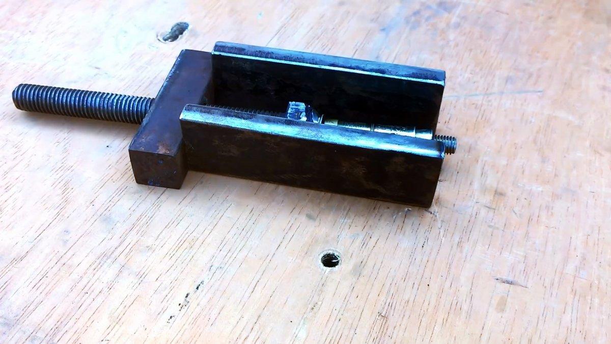 Съемник из анкера для выпрессовки подшипников из глухих отверстий