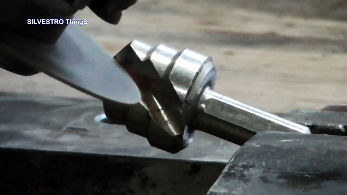 2 полезных инструмента из одного изношенного ступенчатого сверла