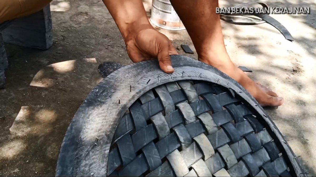 Как распустить автомобильную шину на тонкие ленты и где использовать