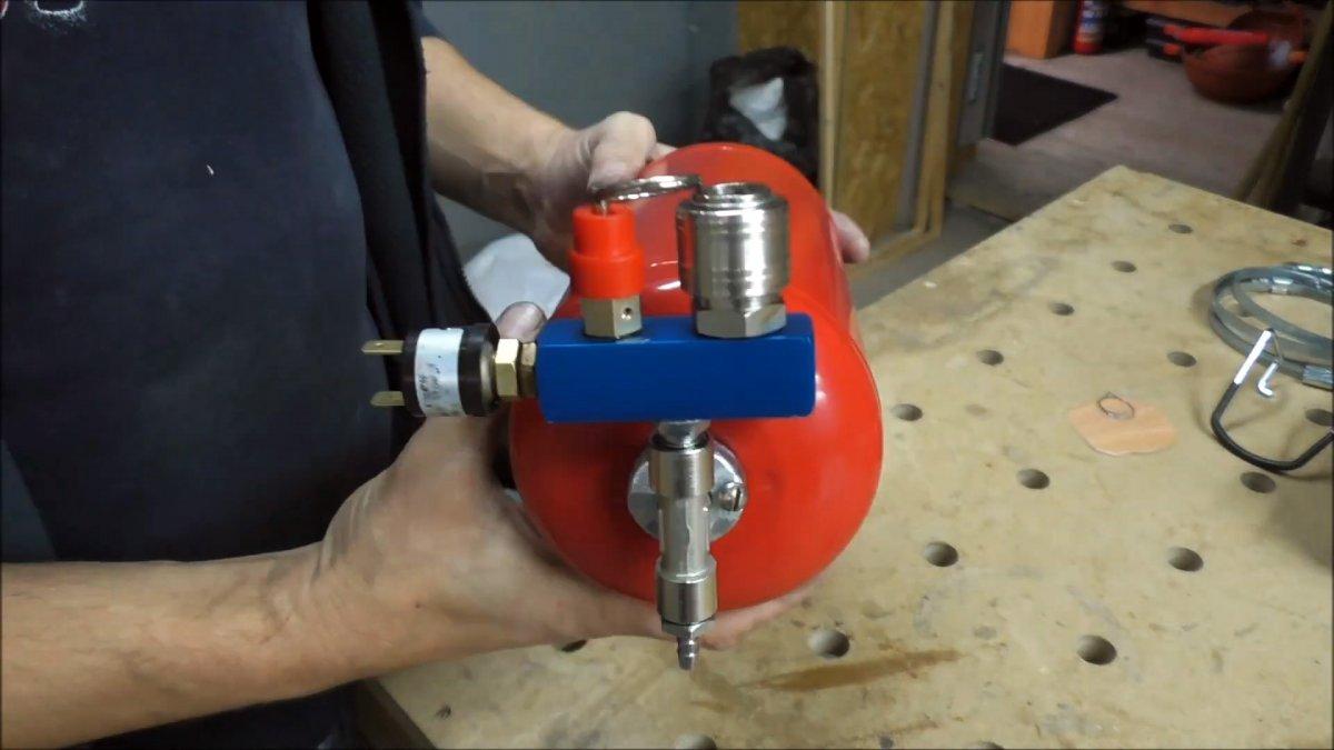 Собираем мини компрессор с ресивером из огнетушителя
