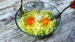 Вам понадобится всего 2 яйца, капуста и 10 минут чтобы приготовить чудесный ужин