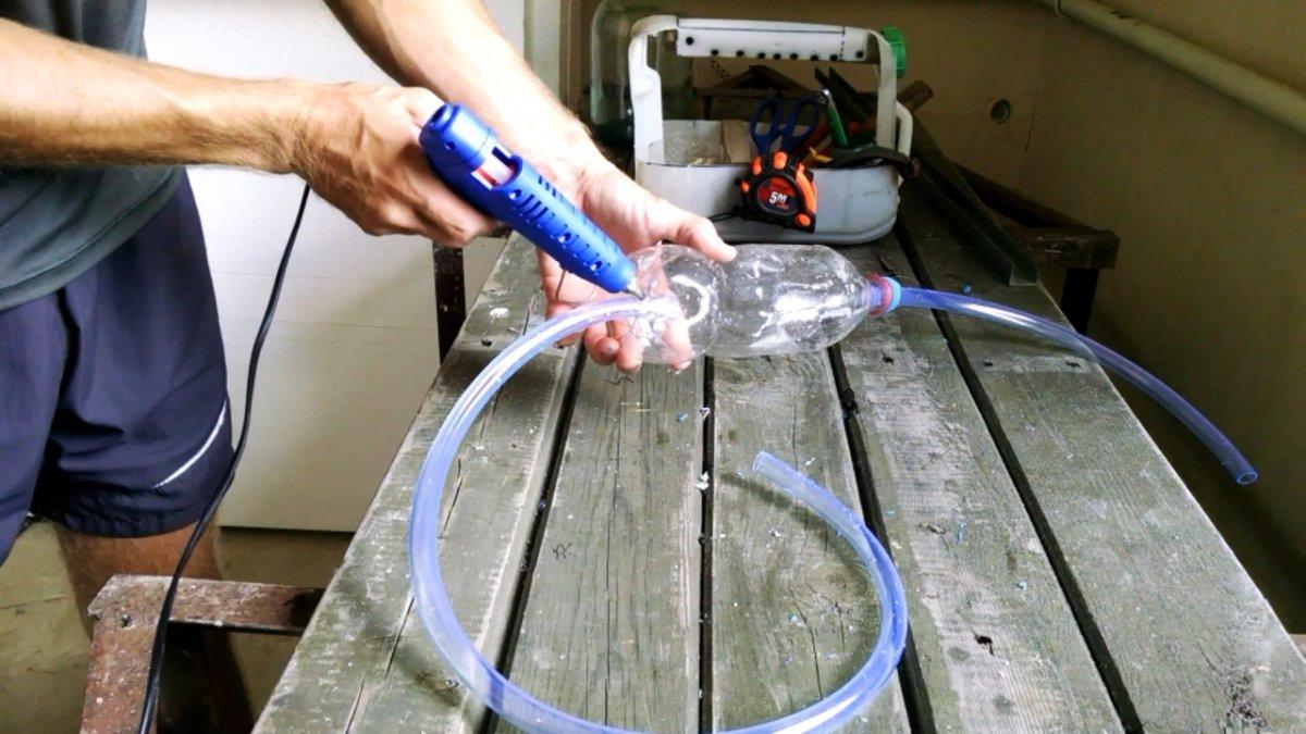 Как слить бензин и не наглотаться: Груша из ПЭТ бутылки на шланг