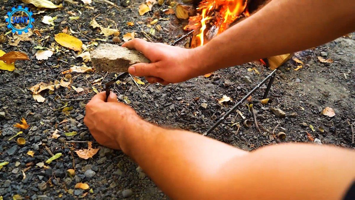 Как сделать легкую подставку под шампура для пикников и походов