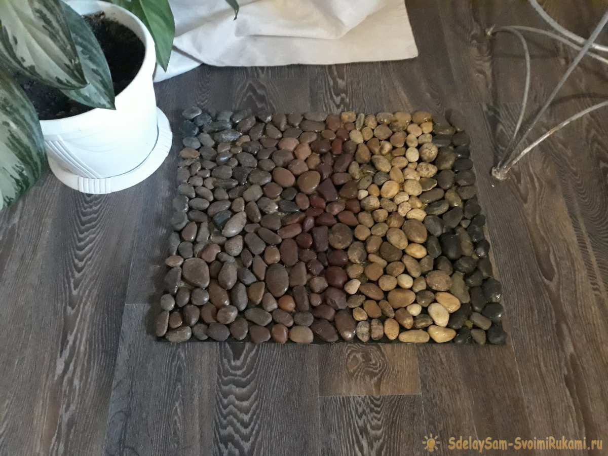 Как сделать оздоровительный коврик из речных камней