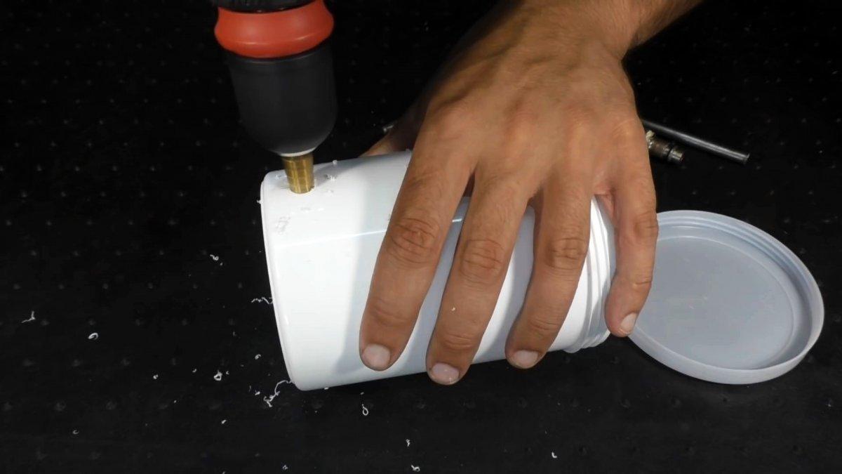 Из люка стиралки можно сделать полезную вещь для мастерской