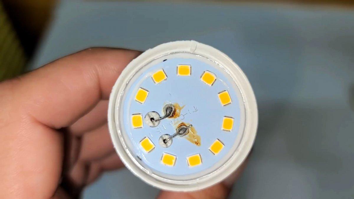 Как без запчастей отремонтировать лампочку за 5 минут