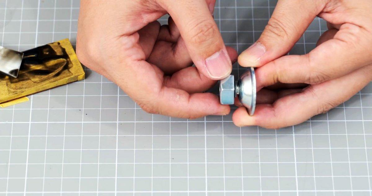 Как сделать пистолет для герметика под шуруповерт и делать ремонт комфортно
