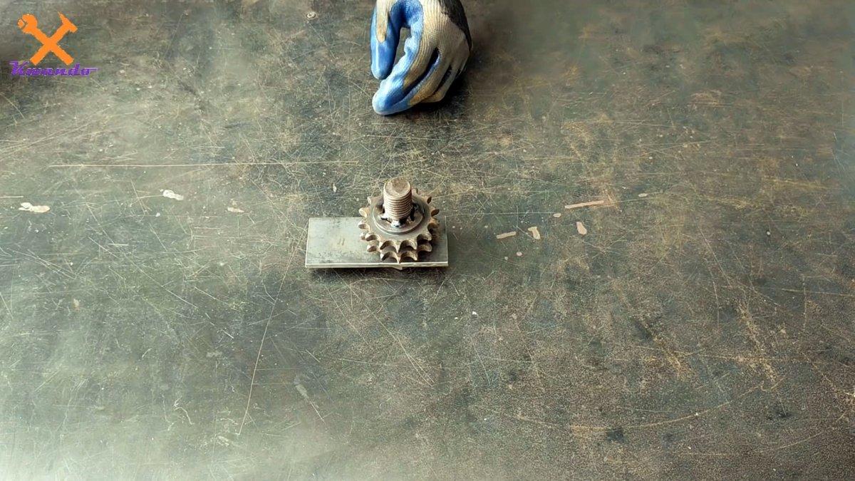 Как из роликовой цепи сделать сверлильную стойку для ручной дрели